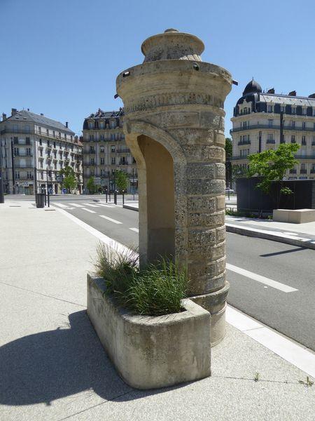 STREET VIEW : la dernière vespasienne de Bruxelles Ob_f8b5d5_grenoble-quais-de-l-isere-vespasienne