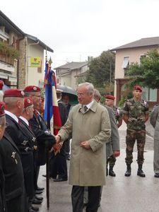 L'Union Nationale des Parachutistes fête la Saint Michel 2013 dans l'Ain  Drapeau_parachutistes_29_09_2013_049