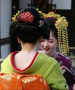 Besoin d'aide... J'arrive pas à faire cette putain de Geisha ^^ 497px-geisha-kyoto-46436018ed