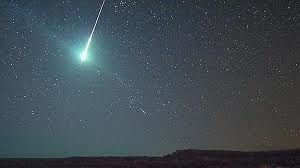 explosions suite à une chute de météorite dans le désert tunisien Meteorite-ciel