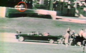 l' assassinat  de Kennedy . Photo  de  l' un des tireurs TIREUR-GRASSY-KNOLL