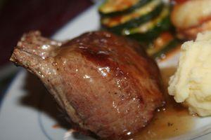 agneau - Manchettes d'agneau, infusion de thym, tourelles de légumes  Manchette-agneau-thym-8981