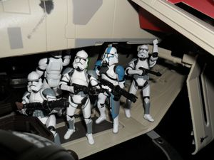Collection n°182: janosolo kenner hasbro - Page 3 Clone-attack-on-coruscant-in-gunship--3-