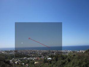 Des OANI (objets aquatiques non identifiés) à la Réunion Superpositions-Paysage--Avion--Boules