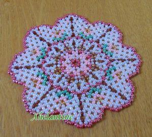 مفارش كروشيه بالخرز  Petit-napperon-fleur