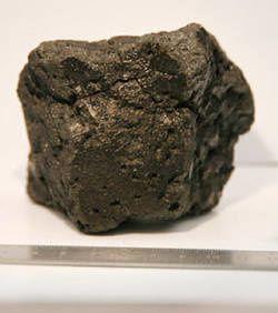 Une météorite pourrait livrer des informations sur une éventuelle vie sur Mars La-meteorite-miller-range-03346-se-serait-detachee-de-la-pl
