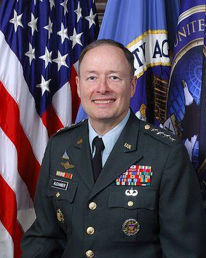 La NSA admet avoir exagéré la menace terroriste pour justifier la surveillance 384px-keith_b._alexander_official_portrait