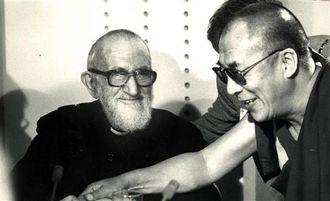 Ils n'oublient pas les SDF - Page 2 L-abbe-pierre-et-le-dalai-lama-lors-d-une-rencontre-a-paris