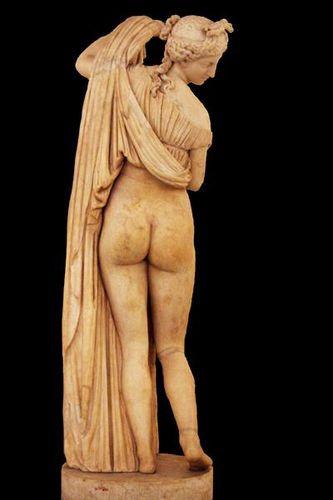 La  FEMME  dans  l' ART - Page 3 495k2-Naples--musee-archeologique--Venus-Callipyge