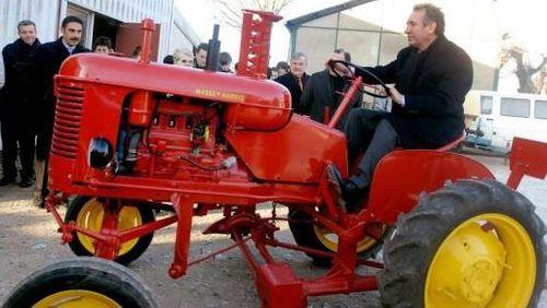l'Agroalimentaire et l' Aquaculture  ,  Les filières d'Avenir pour La France ...  Bayrou_pony