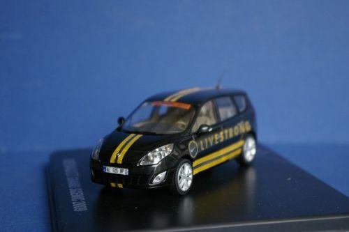 Collection de véhicules du Tour de France - Page 7 1101-Renault-Scenic-Livestrong-TDF-2010