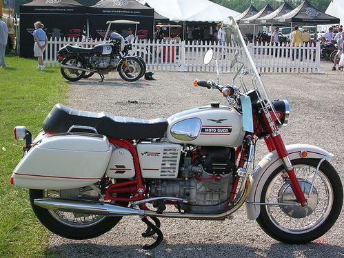 Les motos GUZZI ont 100 ans aujourd'hui 800px-Moto_Guzzi_V7_Special_2
