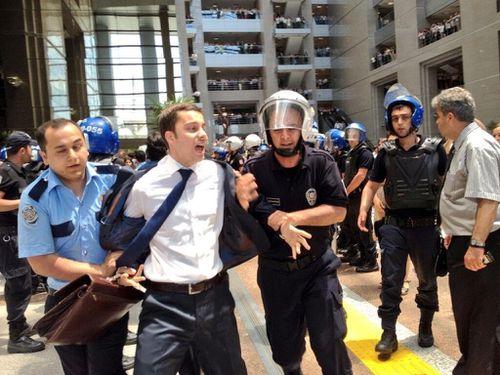 Turquie : Arrestation de 73 avocats au Palais de Justice d'Istanbul Maxresdefault