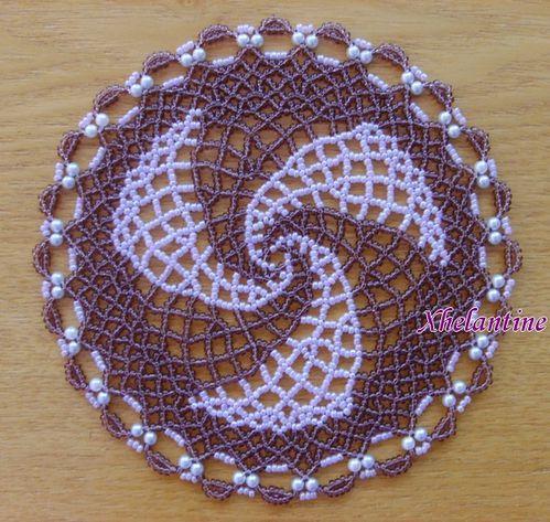 مفارش كروشيه بالخرز  Napperon-spirale-violet-parme