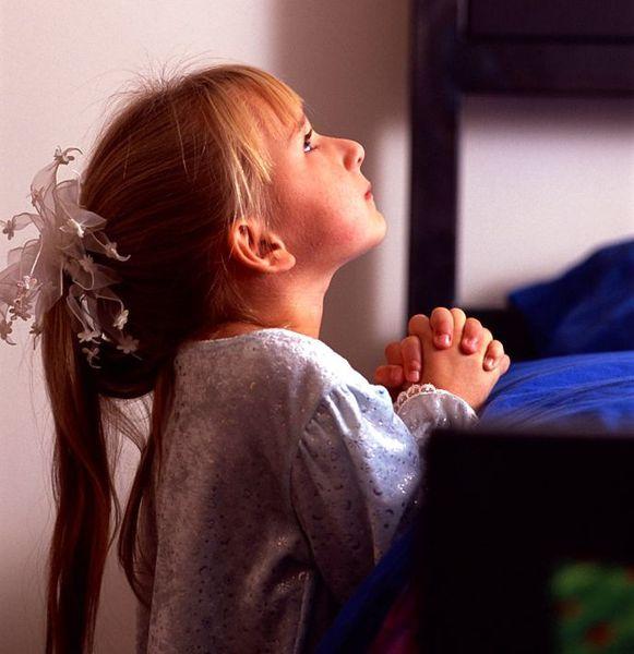 Enfant - Les trois options pour faire naître le Christ dans notre coeur d'enfant de Dieu/ Girl-praying