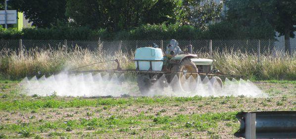 Jésus et l'Eglise - Page 4 Epandage_pesticides_perimetre_protection