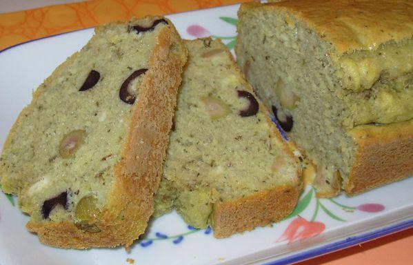 Cake au thé matcha et aux deux olives Cake-matcha-olives5