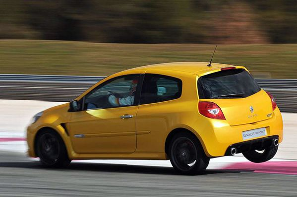 مجموعه من صور الشيارات Renault-Clio-RS-2009-18