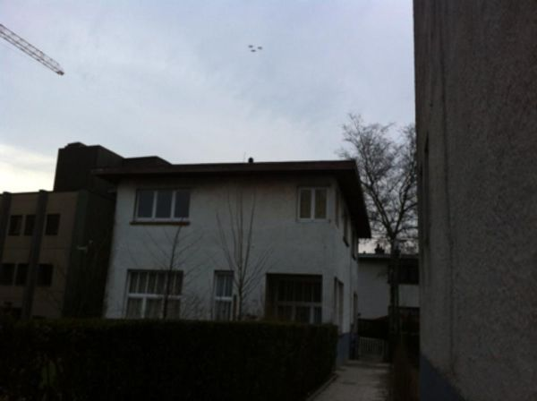 Ovnis pris en photo à Berchem-St-Agathe près de Bruxelles en Belgique le 22 mars 2013 Bru-i