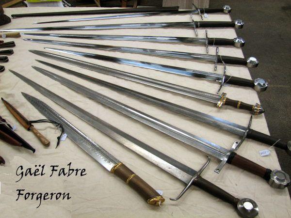 Le point sur les répliques des épées - Page 18 Marche-pontoise-avril-2009-gael-fabre-forgeron-epees