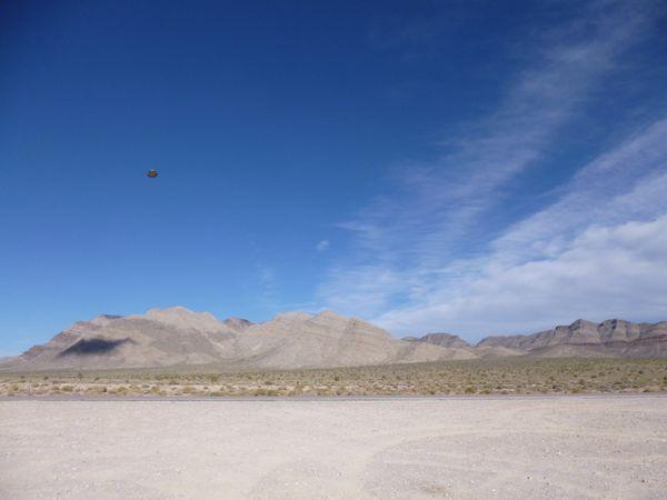 Ovni pris en photo près de Rachel dans le Nevada non loin de la Zone 51 le 8 novembre 2012 Rachel-2