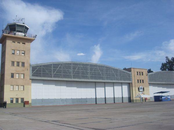 Este A-4 es nuestro ??? Iv-brigada-aerea-hangar