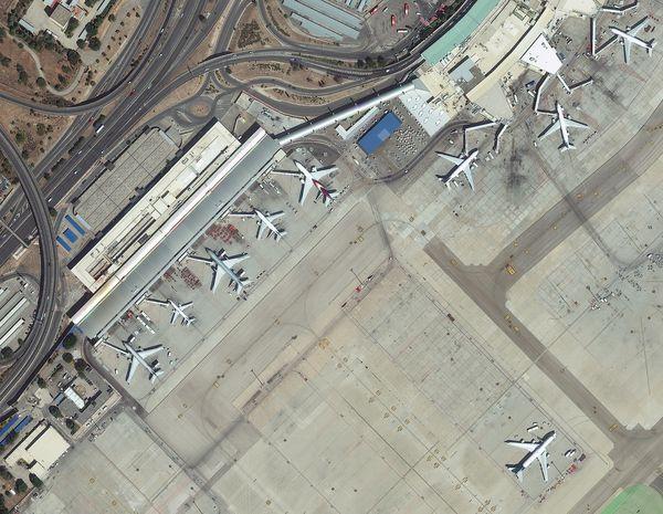 citiesatnight : Projet à suivre... DigitalGlobe---Worldview-3---Images-aeroport-Madrid