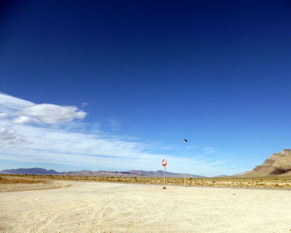 Ovni pris en photo près de Rachel dans le Nevada non loin de la Zone 51 le 8 novembre 2012 Rachel-3