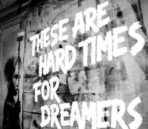 Les murs ont la parole. Hard-times-for-dreamers