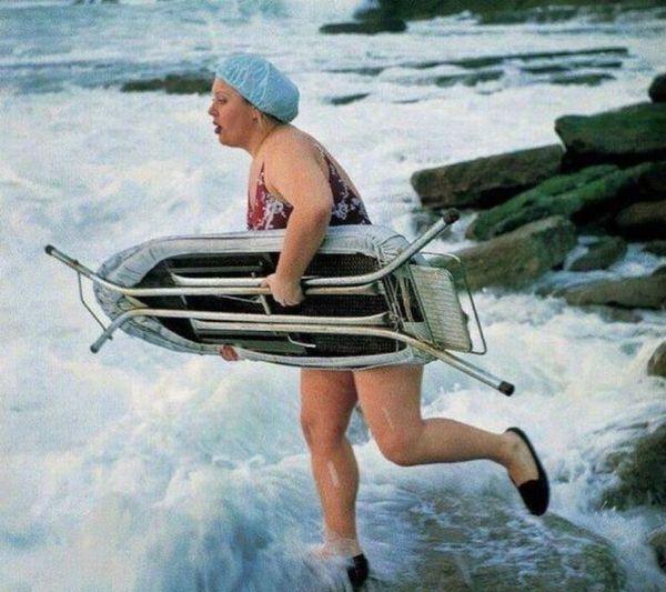 des femmes qui ont de l'humour - Page 39 Planche-de-surf-repassage-malibu-alerte