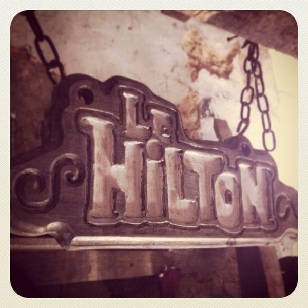 Infos et spéculations sur la saison 4 : Néo-Versailles Hilton--Visiteur-du-Futur--Neo-versailles