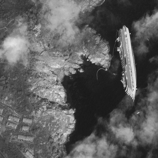 Costa Concordia célèbre le centenaire du naufrage du Titanic Digital-Globe---Costa-Concordia---17-01-2012---Extrait