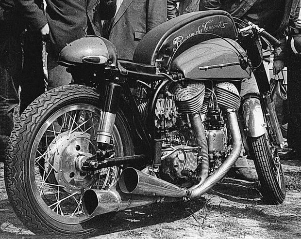 section Motos ..... - Page 6 Indian-Moto-Rouge-gros-plan