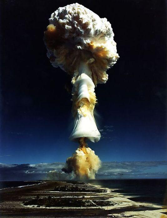 vyjadri sa obrazkom Vybuch_atomovej_bomby.1