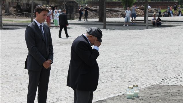 Un fil de discussion en mémoire des millions de victimes des nazis - Page 14 160710_ad7vi_auschwitz-trudeau-lampion_sn635