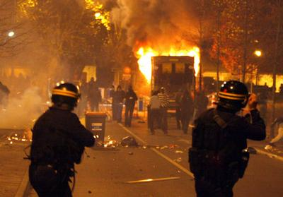 The Voice of New London 071130-france-riots-2
