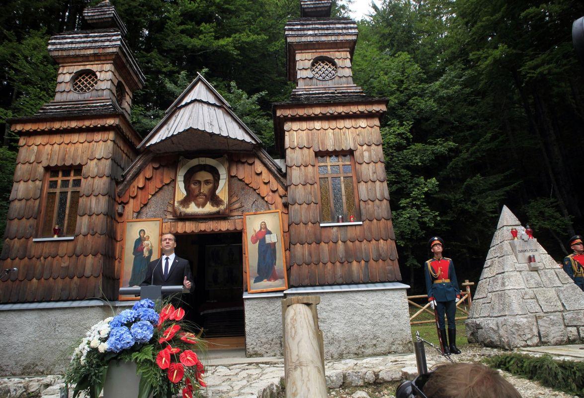 Russian monuments - Page 3 65232457_medvedjev-ruska-kapelica-vrsic