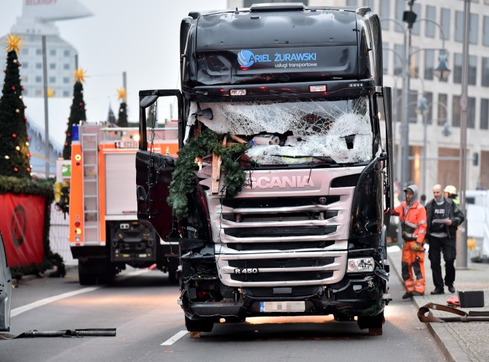 """Truck Attack – """"Anschlag"""" in Berliner Weihnachtsmarkt 1493280063AC8567"""