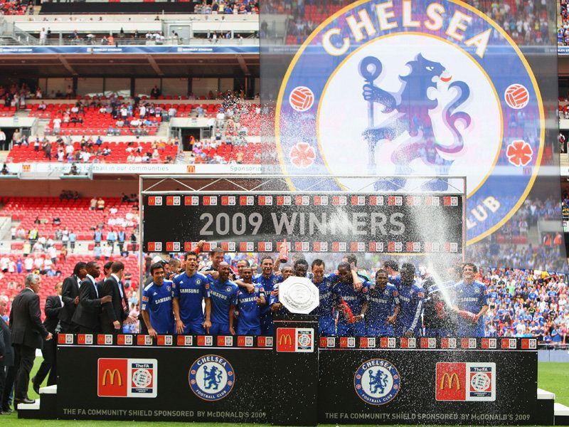 [Community Shield] Manchester United - Chelsea - Page 2 Chelsea-v-Manchester-United-Blues-lift-Commun_2345678