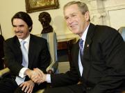 McCain provoque un tolle en espagne AFP_080919aznar_bush_n