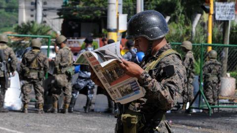 Yon tè pou OBAMA,tanttativ putsch lan Ondiras. - Page 2 AFP_090701soldat-honduras_8