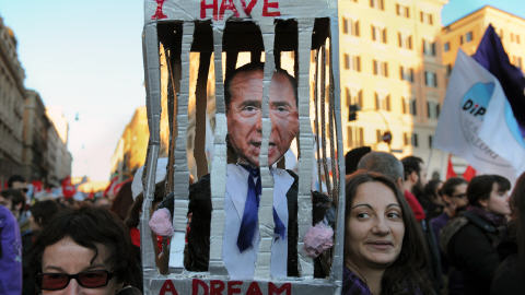 Révolte (Tunisie, Egypte & co) - Page 3 AFP_091205manifestation_anti-berlusconi_8