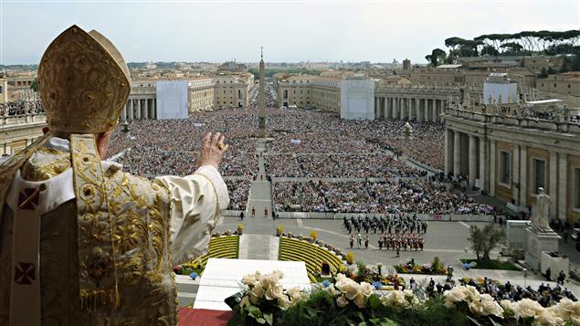 Le Vatican ébranlé par une fuite de documents  AFP_110424_k5y20_pape-messe-paques_sn635