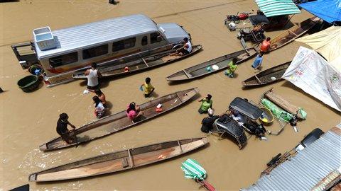 Saison des pluies  AFP_110930_260cw_philippine-inondations_8