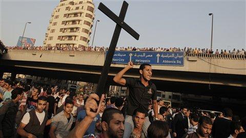 Persécution des Chrétiens Coptes en Egypte - Page 2 AFP_111012_if58k_egypte_manifestation_coptes_8