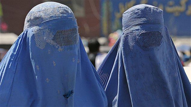 Photos de femmes qui sortent de l'ordinaire. AFP_120328_5z8aj_femmes-burqa_sn635