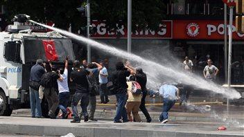 Le point sur la situation en Turquie PC_130616_cr4mc_ankara-canons-eau_6