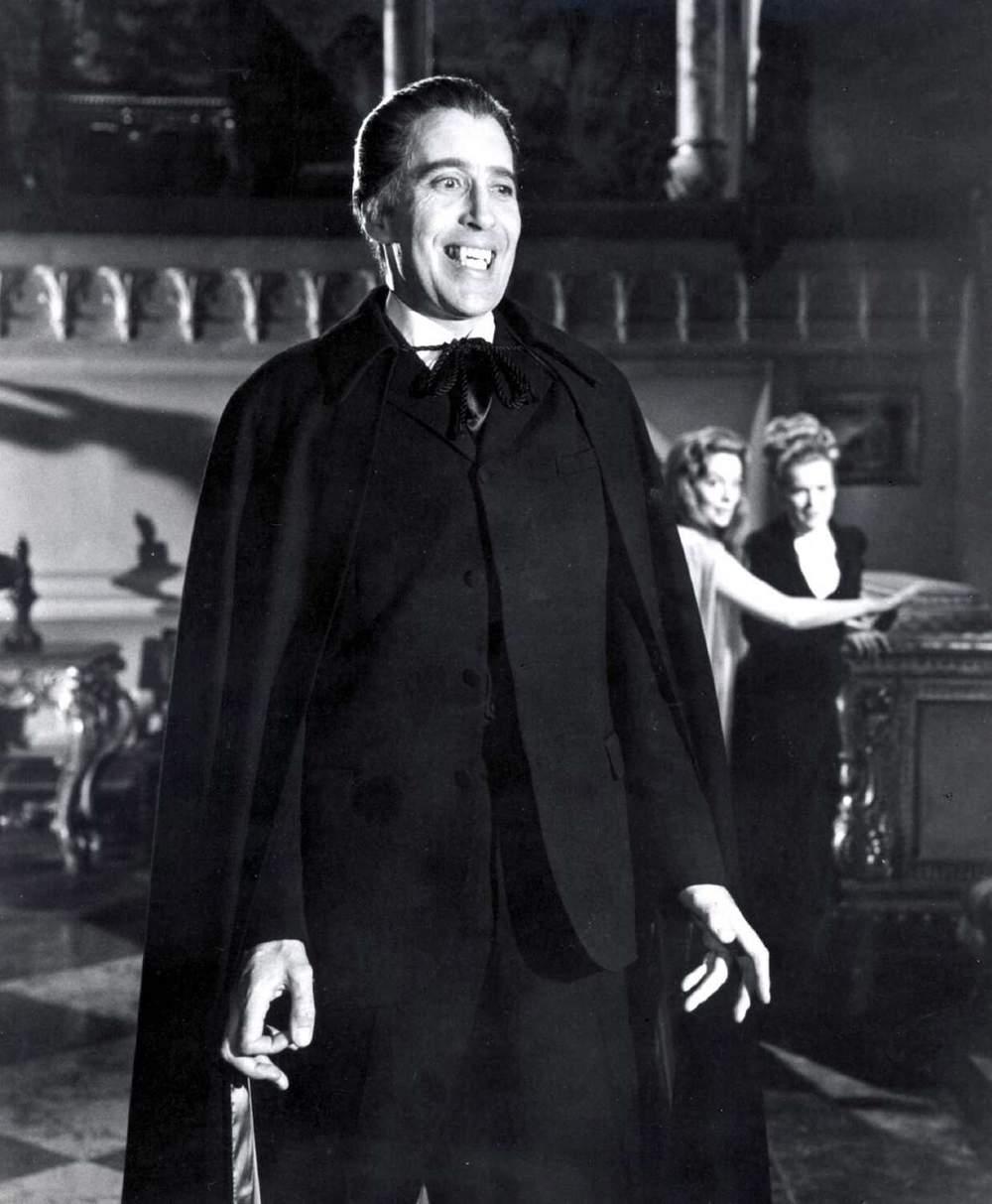 Mort de Christopher Lee : Retour sur la carrière riche et exceptionnelle de l'acteur anglais A-de-nombreuses-reprises-il-incarnera-le-celebre-vampire-dracula