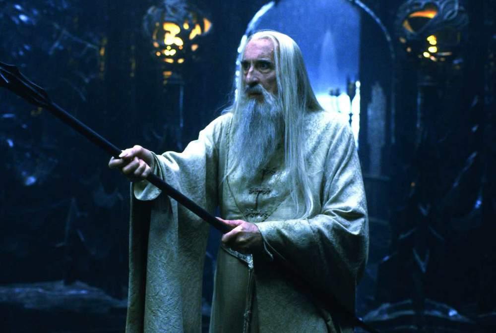 Mort de Christopher Lee : Retour sur la carrière riche et exceptionnelle de l'acteur anglais Oui-c-est-lui-saroumane-dans-le-seigneur-des-anneaux