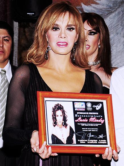 Лусия Мендес/Lucia Mendez 4 - Страница 24 Lucia-Mendez-040611-435